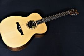 Eastman AC710S Orchestra Style Acoustic with slot head