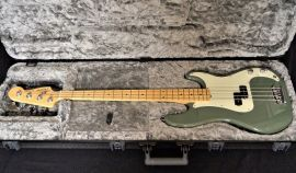 Fender American Pro Precision - antique olive